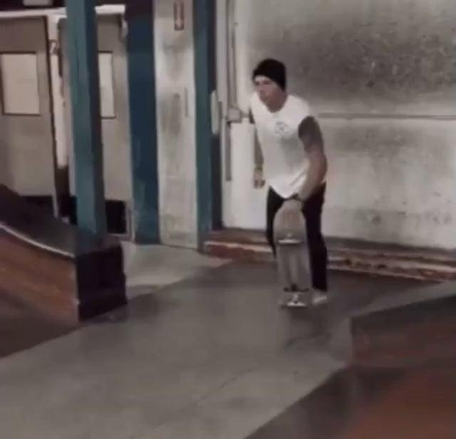 йоу бро я могу сделать трюк на скейтборде