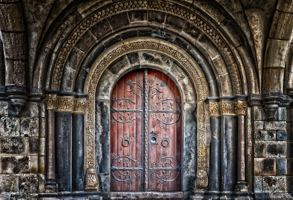 Изображение: https://pixabay.com/photos/goal-portal-gate-door-input-3144351/